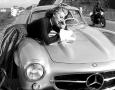 Sophia-Loren-Mercedes-300SL-Gullwing-Leaning
